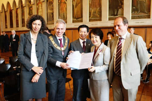 Mayor_Hayashi_&Mayor_Feldmann