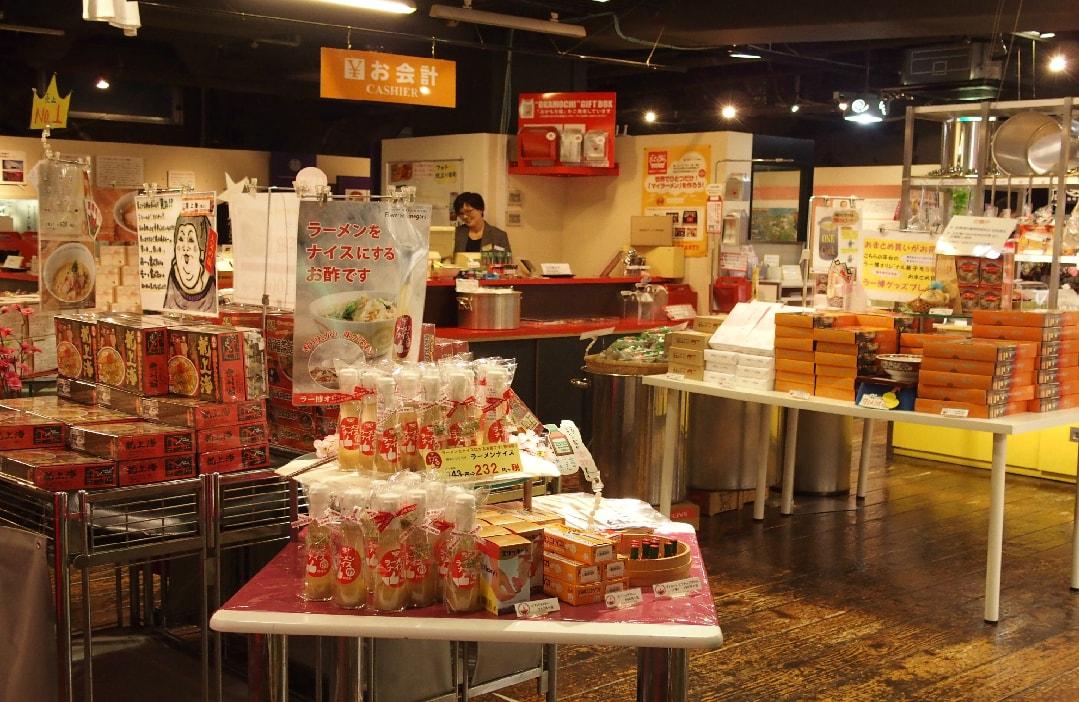 Shinyokohama_Ramen_Museum-Shop