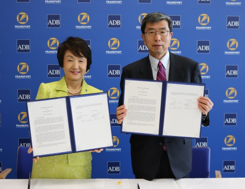 Mayor_Hayashi_signed_agreement